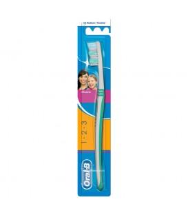 Oral-B 3 Effect Manualna szczoteczka do zębów, rozmiar 40, średnia