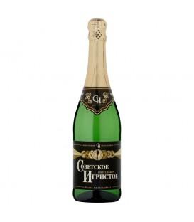 Sowietskoje Igristoje Aromatyzowany napój winny owocowy biały półsłodki musujący gazowany 700 ml